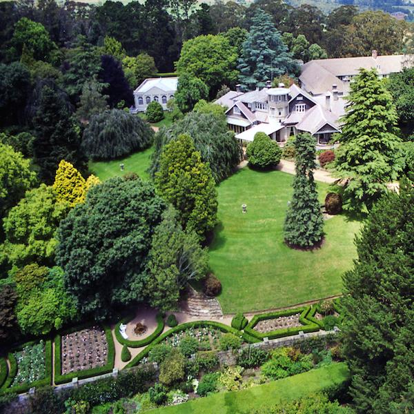 Milton Park Country House Garden Design by KI Studio